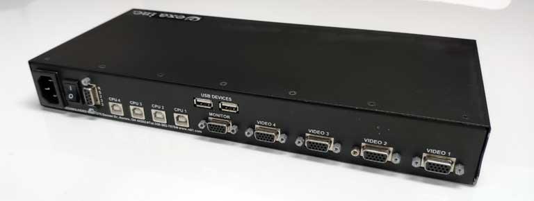 UNIMUX-USBV-4Oの接続ポート側。2つのUSB Aポート、4つのUSB Bポート、4つのアナログRGB出力ポートがある